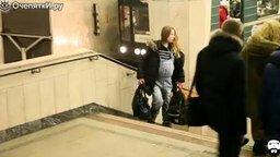 Смотреть Помогут и беременной и женщине с коляской?