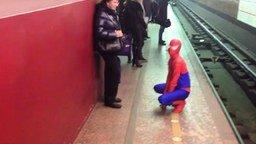 Смотреть Человек-паук в метрополитене