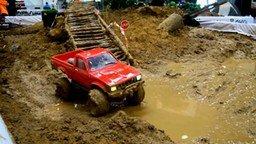 По грязи на радиоуправляемом авто смотреть видео прикол - 1:17
