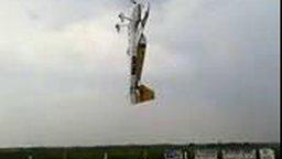 Смотреть Поставил самолёт на дыбы