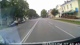 Пешеход теряет штаны смотреть видео прикол - 0:34