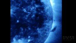 Смотреть Гигантский смерч на Солнце