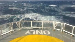 Смотреть Штормовые волнения Каспийского моря