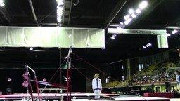 Смотреть Ловкий тренер и неопытная гимнастка