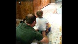Смотреть Отец катает сына, собака помогает