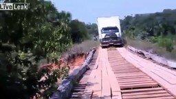 Неудача при преодолении деревянного моста смотреть видео прикол - 0:55