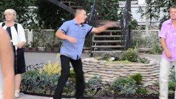 Смотреть Задорный мужской танец