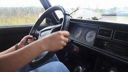 Смотреть Дети учатся водить