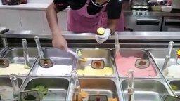 Смотреть Как тайцы мороженое подают