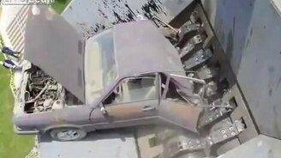 Машина, поедающая машины смотреть видео прикол - 3:29