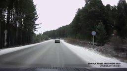 Смотреть Колёса убежали от грузовика