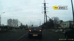 Шлагбаум проучил водителя смотреть видео прикол - 0:32