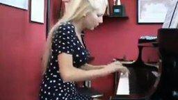 Быстрые пальцы у девушки смотреть видео - 1:44