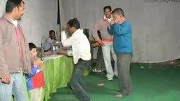 Смотреть Язык тела на индийской дискотеке