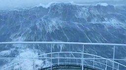 Волны в шторм - это страшно! смотреть видео - 1:05