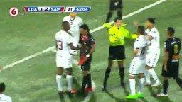 Футболист отомстил сопернику смотреть видео прикол - 0:22