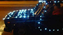 Смотреть Украсил своё авто на новый год