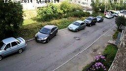 Смотреть Женщина-инженер паркуется