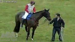 Смотреть Люди против лошадей