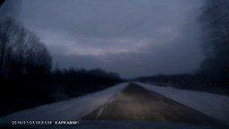 Смотреть Везунчик на зимней дороге