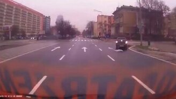 Смотреть Пешеходы, смотрите по сторонам!