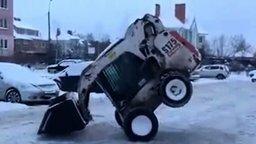 Виртуоз на снегоуборщике смотреть видео - 0:52