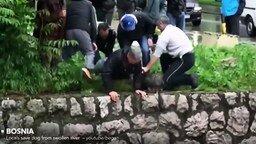 Люди спасают зверушек смотреть видео - 9:54