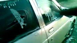 Мойка машины в мороз смотреть видео прикол - 1:44