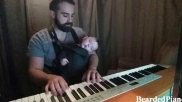 Папа укладывает сына спать смотреть видео прикол - 3:01