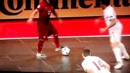 Смотреть Ловкий гол в мини-футболе