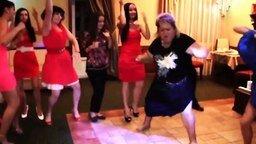 Смотреть Подборка забавных танцоров