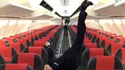 Смотреть Гибкая стюардесса