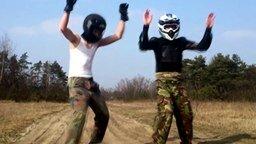 Смотреть Танцующие мотоциклисты