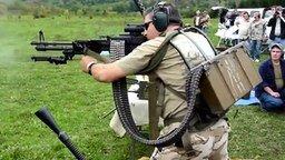 Когда не охота перезаряжать оружие смотреть видео прикол - 0:35