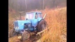 Смотреть Как вызволить трактор на бездорожье