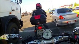 Смотреть Приветливые мотоциклисты
