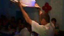 Смешной провальный вынос торта смотреть видео прикол - 0:51