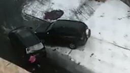 Драка двух автомобилей смотреть видео прикол - 1:22