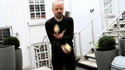 Смотреть Сборка кубика Рубика и жонглирование