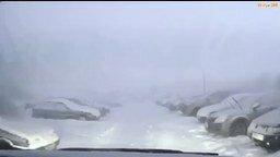 Смотреть Молния во время снегопада