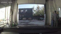 Автомойщик зажигает смотреть видео прикол - 0:43