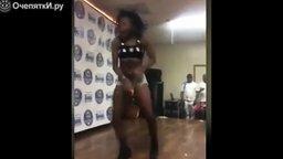 Смотреть Горячая девчонка на танцполе
