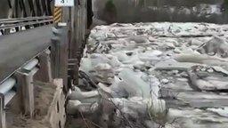 Смотреть Мост против ледяной стихии