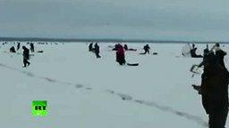 Смотреть Как рыбаков на льдине уносит