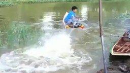 Смотреть Скоростная лодка тайца