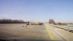 Смотреть Стоять на дороге опасно