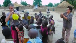 Смотреть Негритята и воздушный шарик