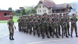 Куин в армии смотреть видео - 0:45