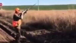 Сказочно везучий охотник смотреть видео прикол - 0:13