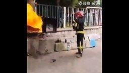 Газировка как огнетушитель смотреть видео - 0:44
